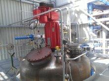 Feeding of reactors under pressure
