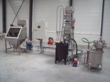 Manual sack dumping unit and pneumatic conveying
